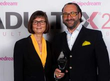 Alexander-Giebel-and-Katrin-Kühnrich-with-AdultEx-Award-web